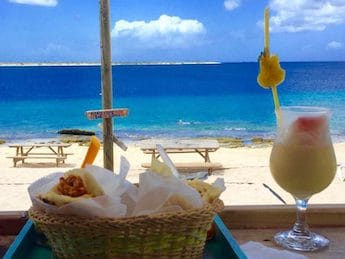 yhannis-arepas-bonaire-featured-19